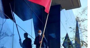 القنصل المغربي بمدينة فالينسيا الإسبانية يعيد العلم الوطني الى مكانه بعد  ان دنسته أيادي المرتزقة …